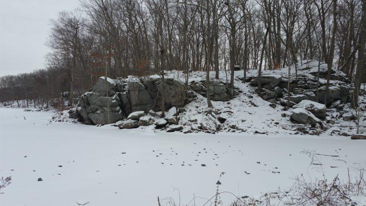 Frozen cliff overlooking pond, winter 2017, finfollower.com